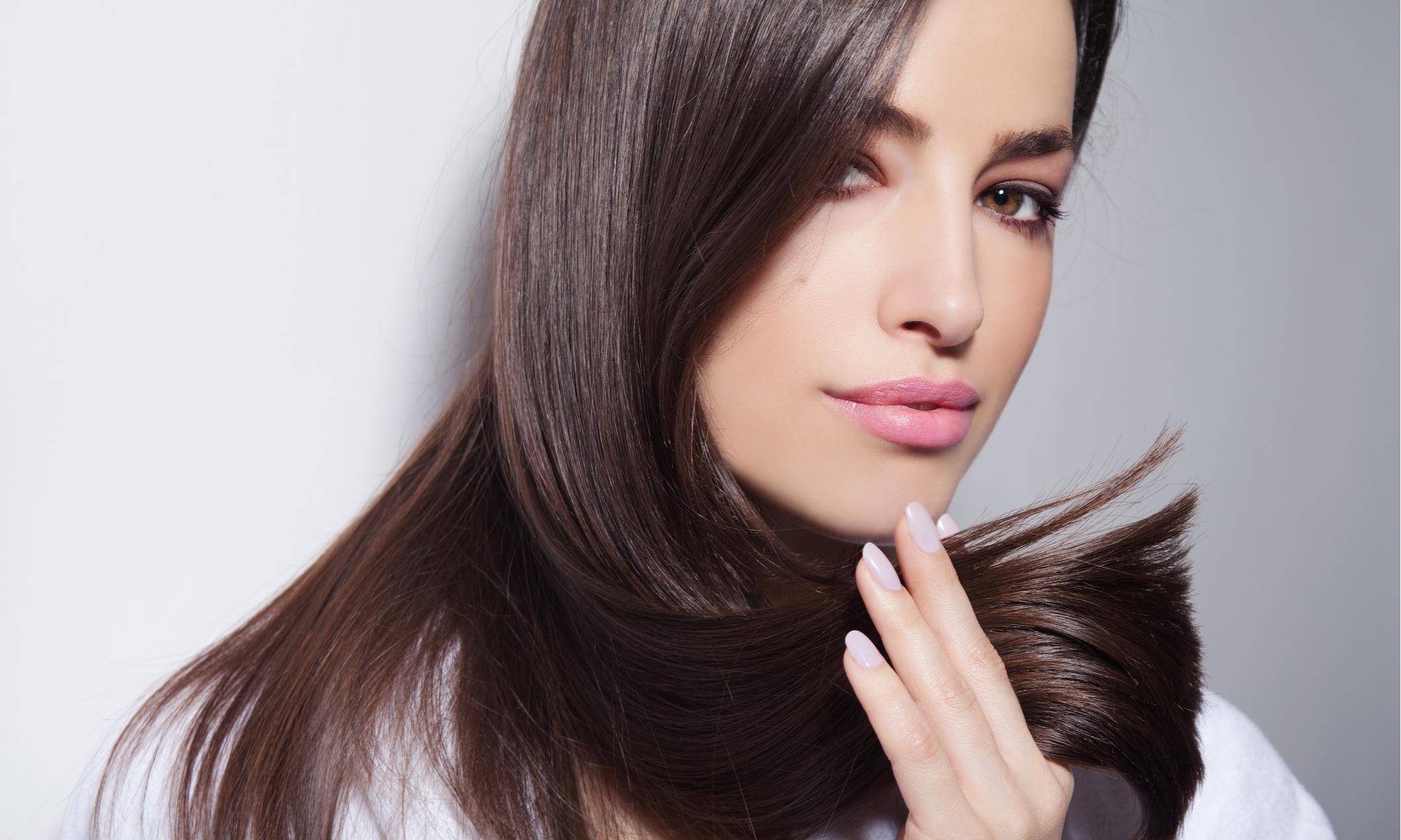 Чем и как расчесываться, чтобы волосы не секлись