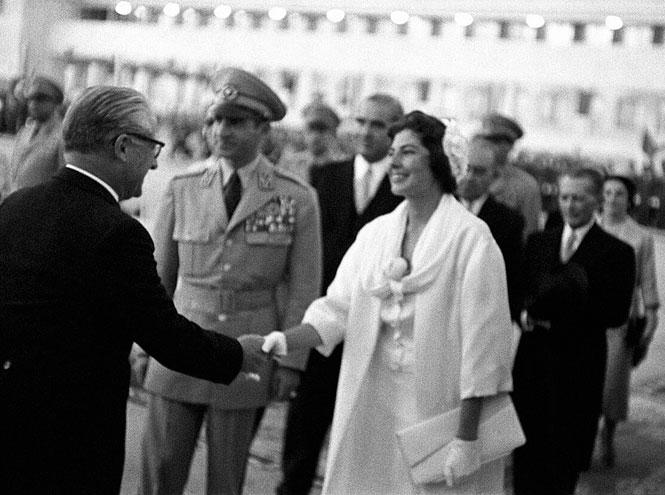 Фото №7 - Принцесса с грустными глазами: несбывшееся счастье Сорайи Бахтиари