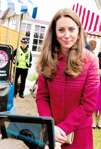 Фото №11 - Это надо видеть: 14 случаев, когда Кейт Миддлтон забыла, что она— герцогиня