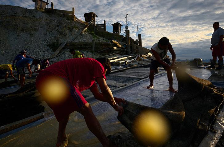 Фото №2 - Фоторепортаж: как добывают золото в джунглях Перу