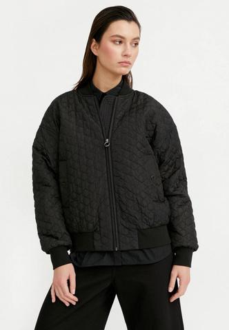 Фото №5 - Тренды 2021: какие куртки-бомберы сейчас в моде и какую лучше выбрать