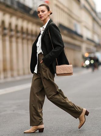 Фото №9 - Как менялась офисная мода: от классического костюма до латекса и кожи