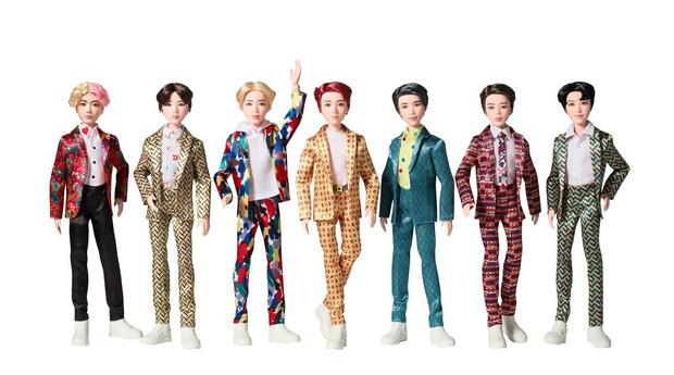 Фото №1 - Вот это удача: Куклы BTS поступили в продажу в России