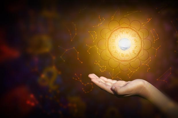 Фото №1 - Как встретить астрологический Новый год, чтобы притянуть счастье, удачу и любовь