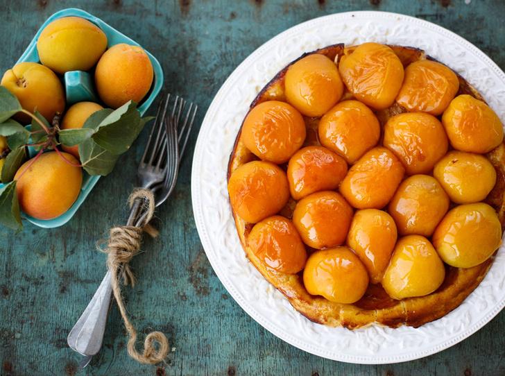 Фото №1 - Рецепт недели: пирог с абрикосами и лимонной глазурью