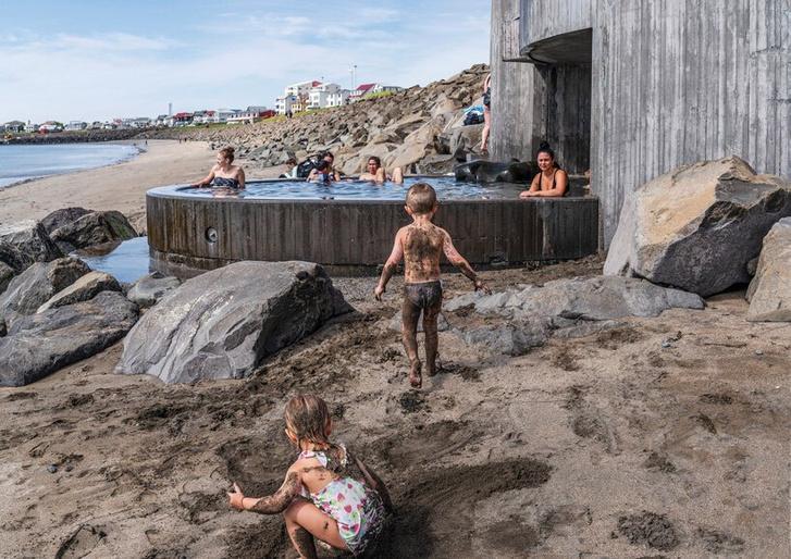 Фото №4 - Купальня Guðlaug baths в Исландии