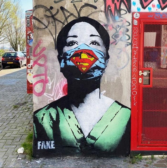 Фото №5 - 20 граффити со всего мира, навеянные коронавирусом