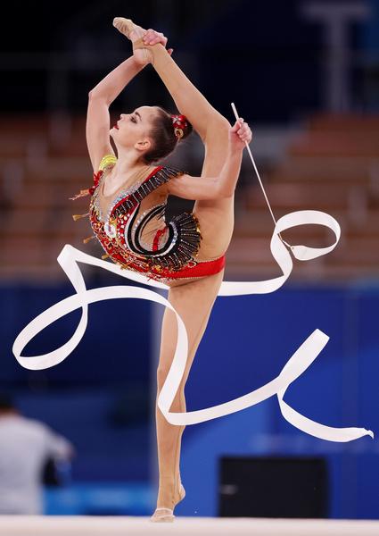 Фото №2 - «Это позор гимнастики»: Винер, Захарова и весь мир протестуют против судей, «укравших» золото сестер Авериных