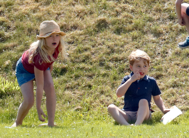 Фото №7 - Семейный выходной: принцесса Шарлотта, принц Джордж, Кейт и Уильям на игре в поло