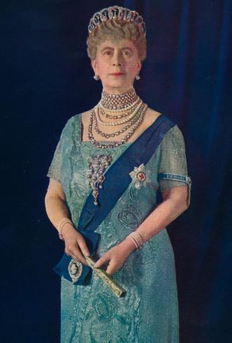 Фото №2 - Королевские драгоценности: самые роскошные украшения Елизаветы II