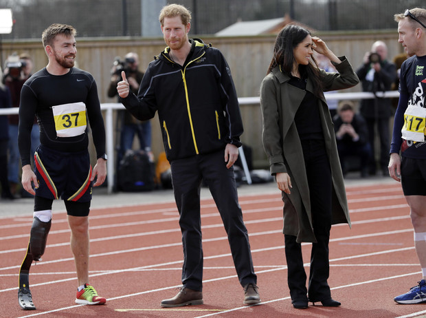 Фото №10 - Спорт на шпильках: герцогиня Меган слишком элегантна?