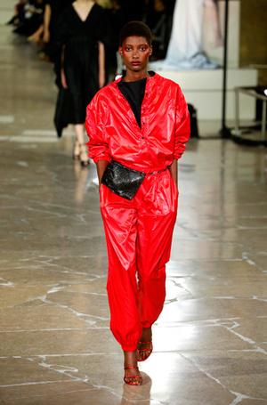 Фото №68 - Единое целое: как носить модные комбинезоны
