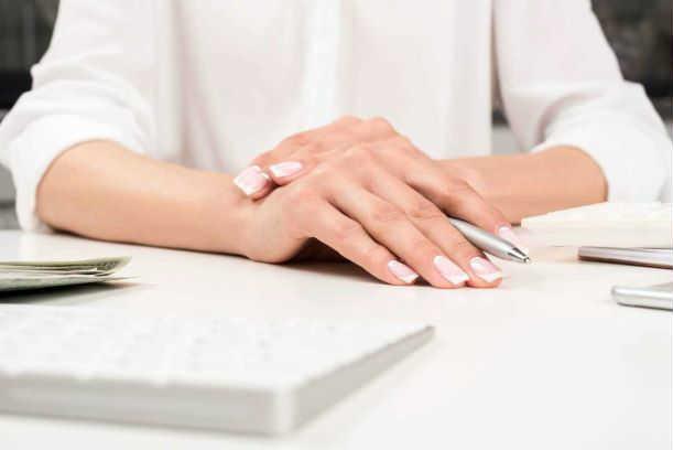Фото №2 - Осанка и еще 5 неожиданных причин, почему стареют ваши руки