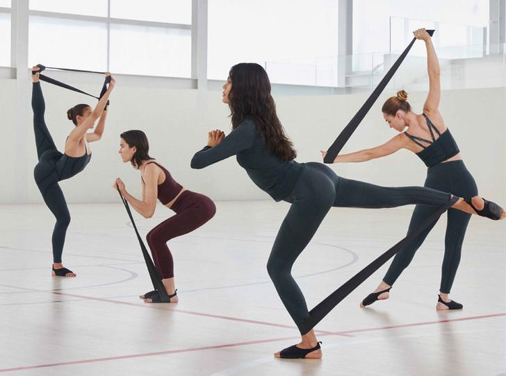 Фото №1 - Гибкость и пластика: 20 модных вещей для йоги и пилатеса