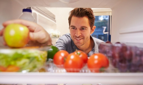 Фото №1 - Ученые объяснили, почему молоко нельзя хранить в дверце холодильника