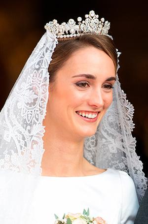 Фото №9 - Баварская принцесса Софи вышла замуж в копии платья Меган Маркл