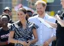 Гарри и Меган в Африке: веселые танцы и особенный наряд герцогини