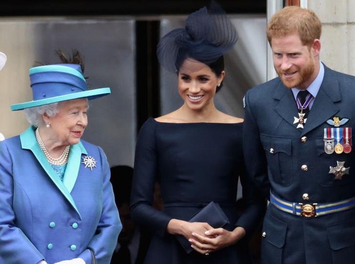 Фото №2 - 5 правил королевских родов, которые не станут нарушать Меган и Гарри