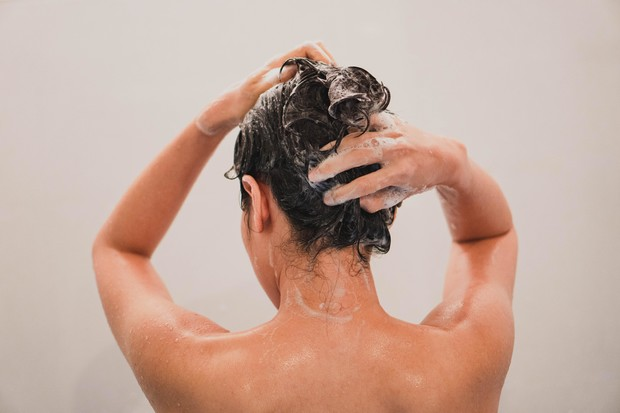 Фото №2 - Как правильно мыть голову, чтобы волосы лучше росли