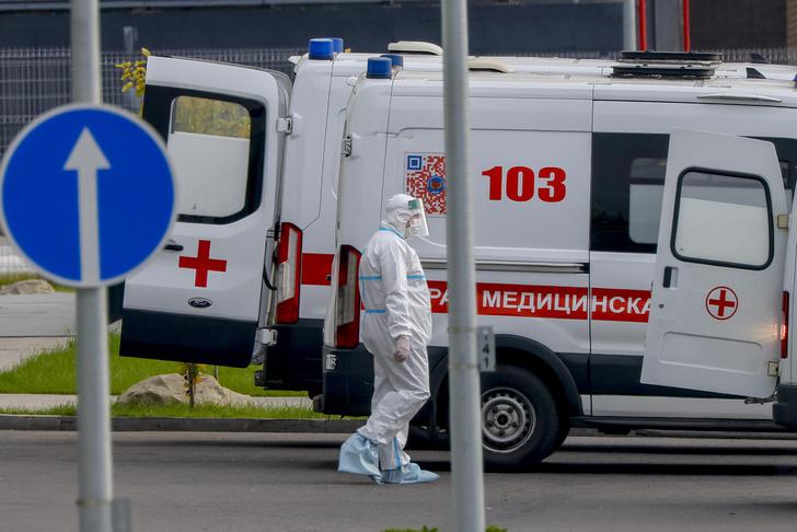 Фото №1 - Абсолютный рекорд: в России всего за сутки зафиксировали 895 смертей от ковида
