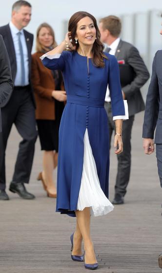 Фото №2 - Стельки, сеточки и резинки: секретные модные лайфхаки королевских особ