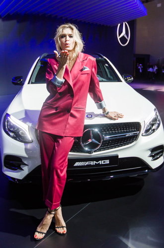 Фото №2 - Полина Гагарина и другие звёзды на вечеринке Mercedes-Benz