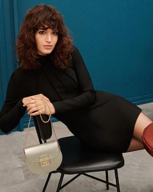 Фото №5 - Флирт по-итальянски: как носить сумки из новой коллекции Furla