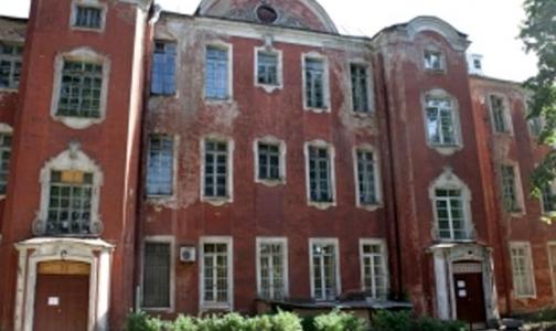 Фото №1 - Руководство больницы Петра Великого не согласно с мнением сотрудников о размерах зарплаты
