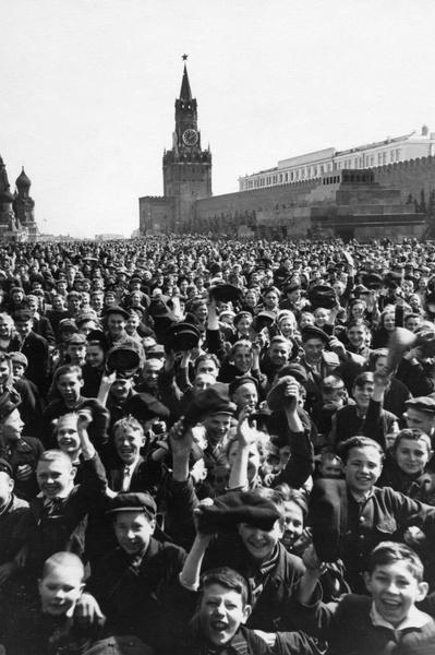 Фото №3 - Этот День Победы: как советский народ жил, любил и ждал все 1418 дней войны