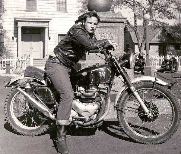 Марлон Брандо на мотоцикле Matchless