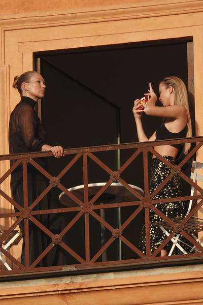 Фото №2 - Ты ни за что не угадаешь, с кем Ким Кардашьян отдыхает в Риме