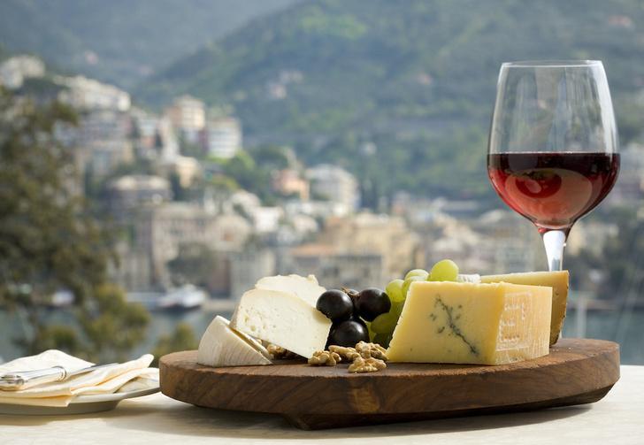 Фото №1 - Химики объяснили, почему сыр идеально подходит к вину