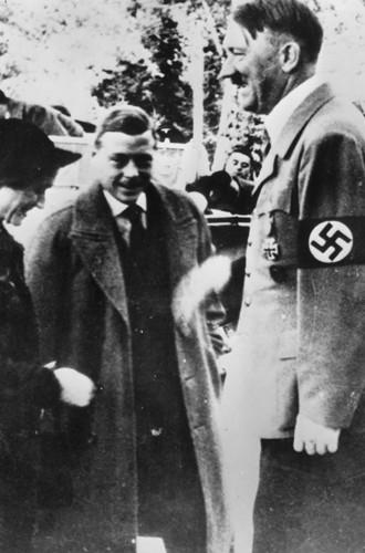 Фото №15 - История с отречением Эдуарда VIII: как Уоллис Симпсон стала проектом Гитлера