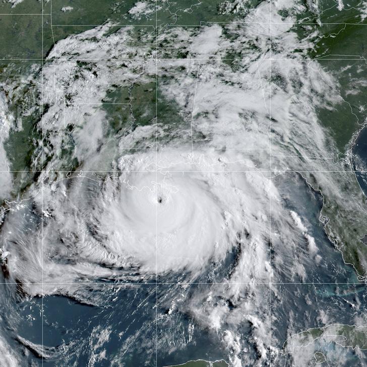 Фото №1 - Ураган «Ида» ударил по Луизиане и обратил вспять реку Миссисипи