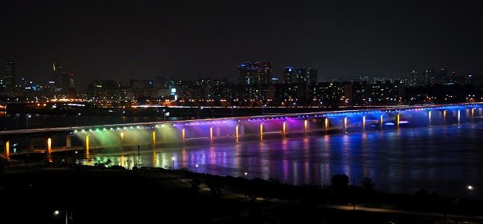 Мост «Фонтан радуги» (Панпо), Сеул