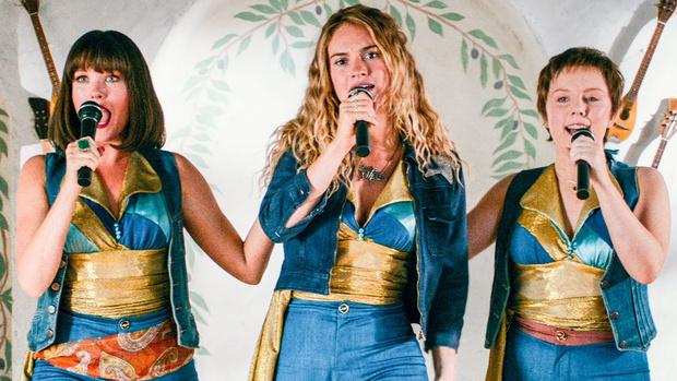 Фото №1 - Стоит ли идти на вторую часть «Mamma Mia»: рецензия без спойлеров