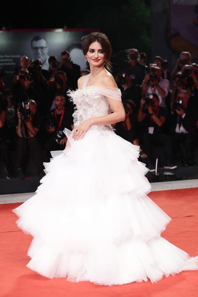 Фото №1 - Звезды, которые обожают пышные платья как у принцесс