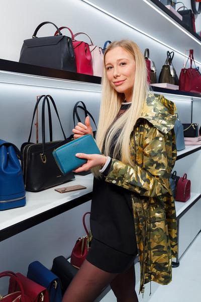 Фото №3 - Лель, Кожевникова, Дайнеко: что в сумочках у звезд