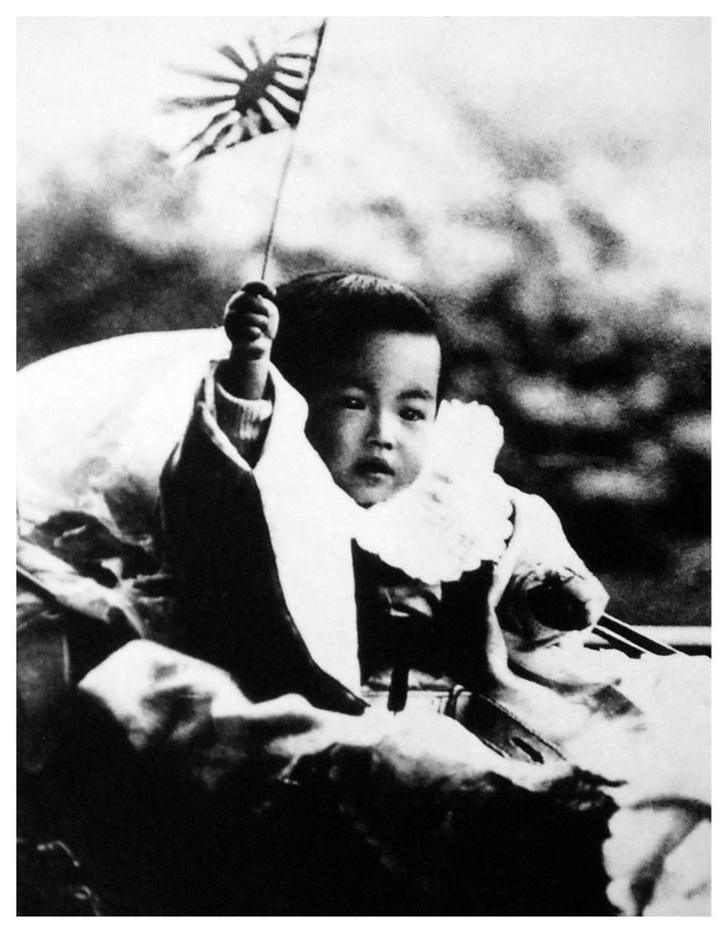 Фото №1 - «Изобилие и добродетель»: жизнь 124-го императора Японии Хирохито в 15 фотографиях