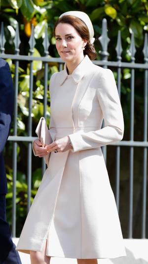 Фото №9 - Неповторимая Кэтрин Уолкер: любимый дизайнер принцессы Дианы и Кейт Миддлтон
