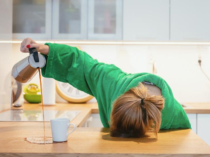 Фото №1 - Почему мы плохо чувствуем себя по утрам: 5 причин, связанных с питанием