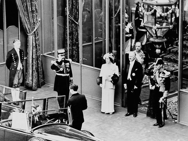 Фото №8 - Грустный повод: история королевского траурного дресс-кода