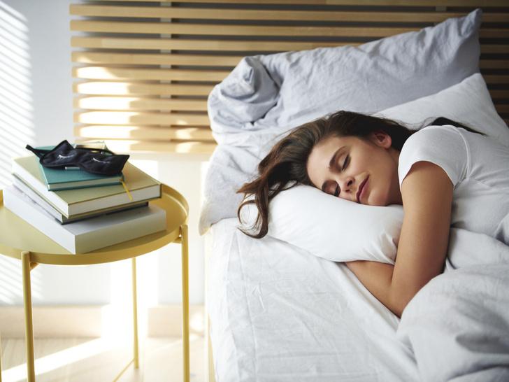 Фото №3 - Сонный час: 4 лайфхака, которые помогут быстрее заснуть