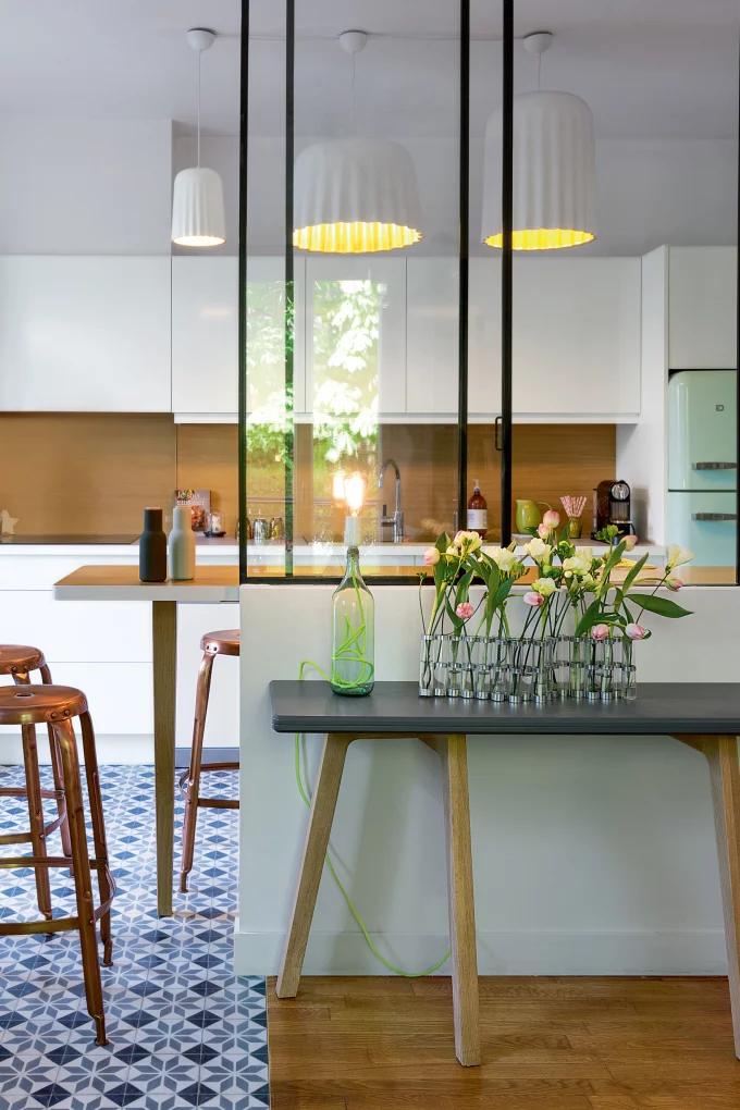 Фото №2 - Стеклянная перегородка на кухне: 8 оригинальных идей