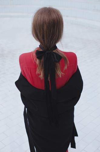 Фото №2 - Осенние прически, которые можно сделать при помощи воротников и шарфов