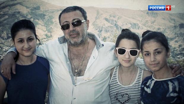 Фото №1 - Умышленное убийство и принудительное лечение: следователи вынесли свое заключение по делу сестер Хачатурян