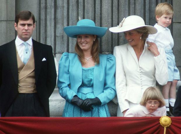 Фото №3 - «Лишняя» принцесса: кто помог Диане понять, что она чужая во дворце