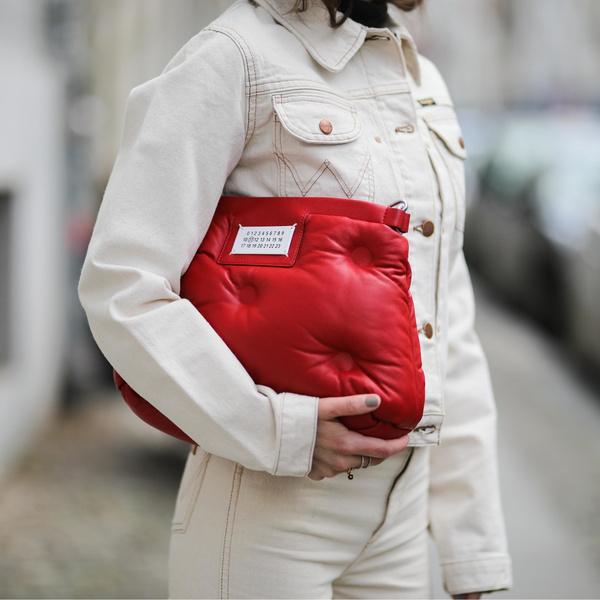Фото №1 - Дутая сумка— самая уютная сумка этой осени 👜🍂