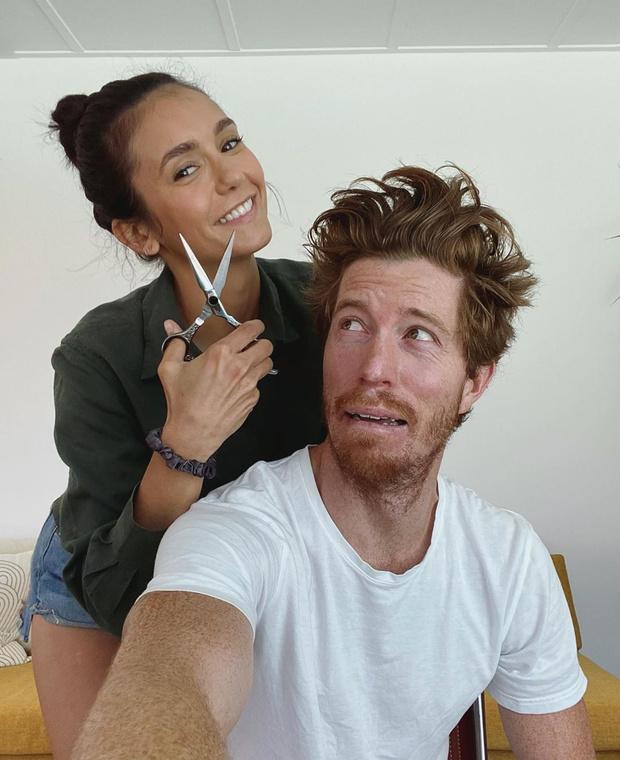 Фото №1 - Она еще и стилист: Нина Добрев наконец-то показала своего парня и его новую прическу