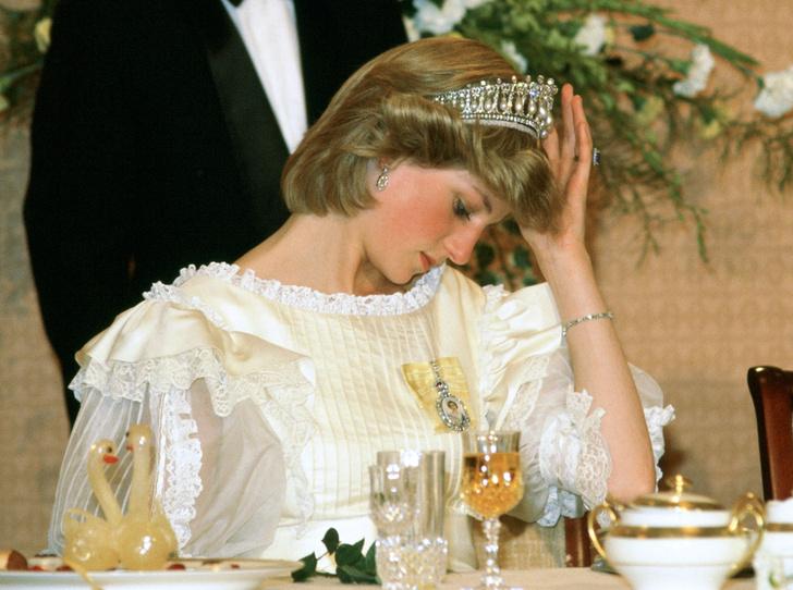 Фото №12 - Какую тиару Елизавета II одолжит Меган Маркл на свадьбу: делаем ставки